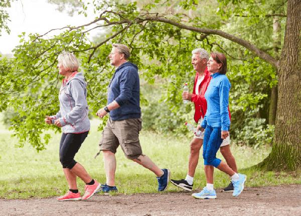 Một chế độ ăn lành mạnh cùng thói quen tập thể thao mỗi ngày sẽ giúp giảm thiểu nguy cơ mắc bệnh