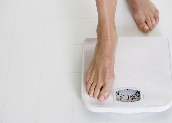 Duy trì thói quen kiểm soát cân nặng sẽ giúp bạn giảm cân nhanh hơn
