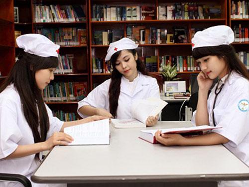 """Gái ngành Y vì sự nghiệp học hành nên đành """"ế"""""""