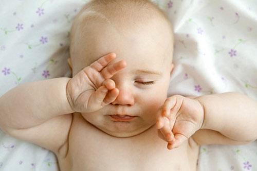 Bệnh lý về mắt thường gặp ở trẻ sơ sinh