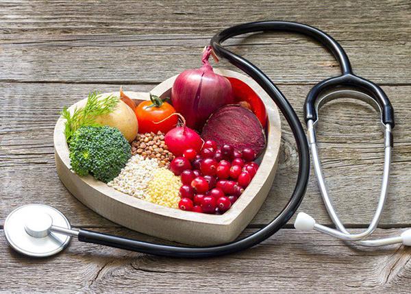 Người bị bệnh tim mạch nên ăn nhiều rau xanh và hoa quả
