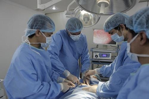 Nâng ngực chảy xệ được thực hiện an toàn, không để lại sẹo