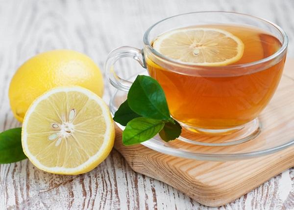 Một cốc chanh mật ong tạo cảm giác no, đồng thời thúc đẩy giảm cân
