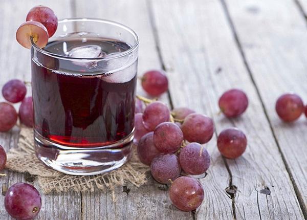 1 cốc nước ép nho tươi có thể giúp bạn ngủ ngon và giảm cân thành công