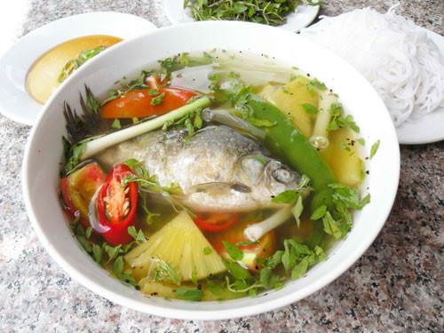 Canh cá diếc dùng cho người đau bụng mạn tính