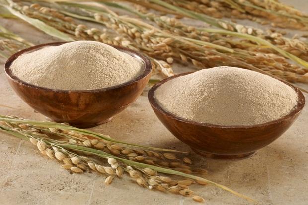 Cám gạo là cách giúp bạn nhanh chóng tái tạo làn da, cho làn da mịn màng, săn chắc như thời con son