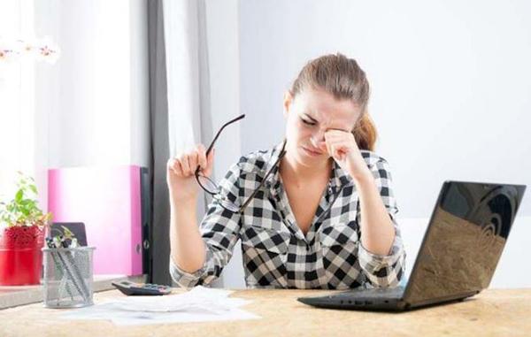 Dân văn phòng là đối tượng dễ mắc các vấn đề về sức khỏe