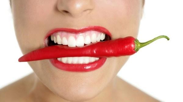 hạn chế ăn đồ cay nóng khi bị viêm loét miệng