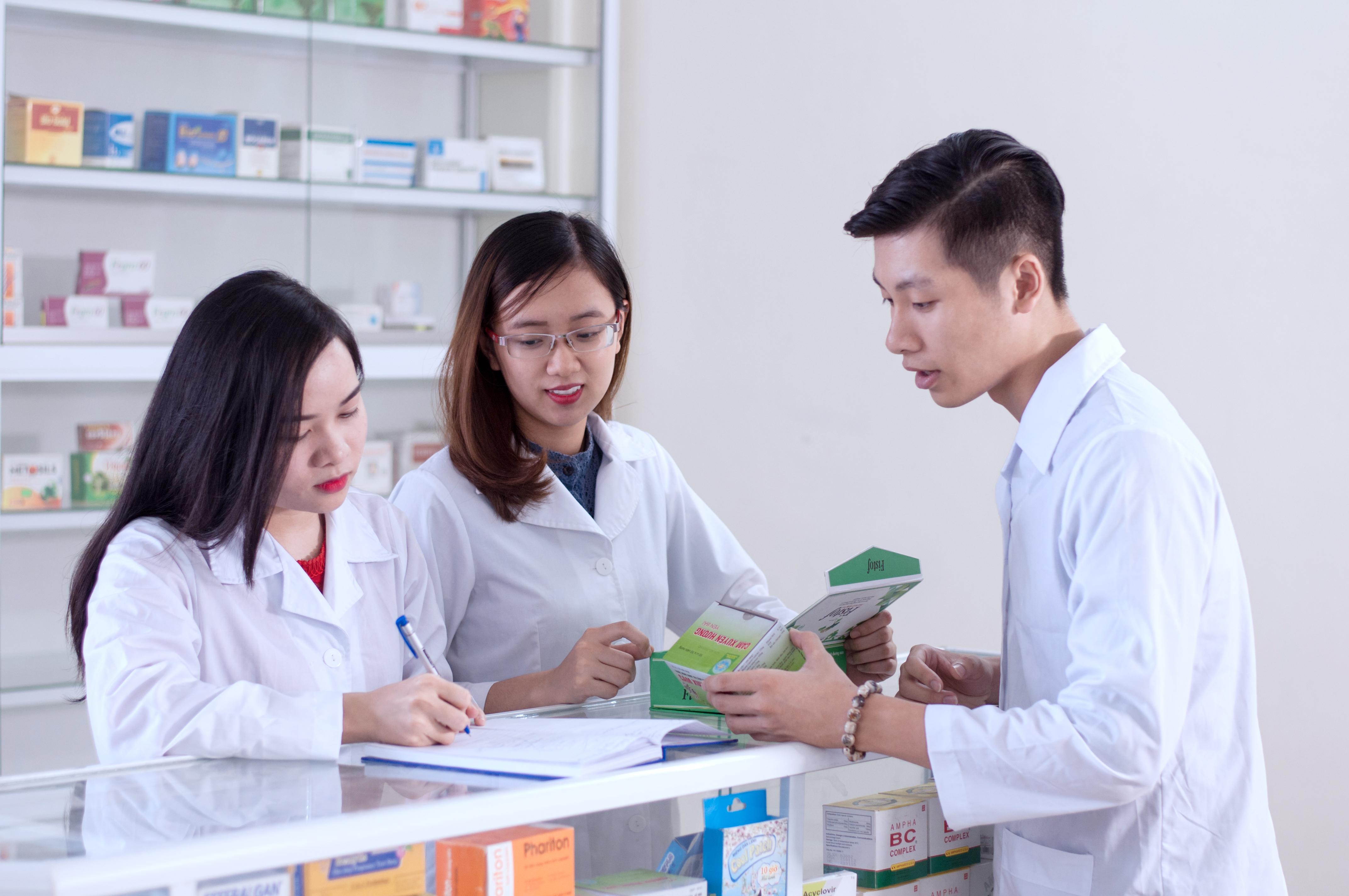 Theo học Cao đẳng Dược tại Hà Nội
