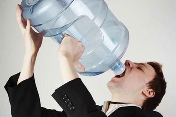 Uống nhiều nước có thể khiến cơ thể bị ngộ độc