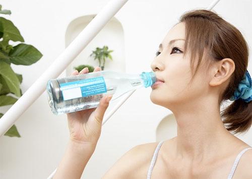 Nên uống nhiều nước và có kế hoạch ăn uống hợp lý