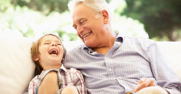 Người già và trẻ nhỏ là 2 đối tượng dễ mắc Covvid-19