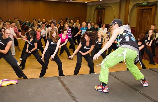 Kết nối bạn bè khi học nhảy Zumba