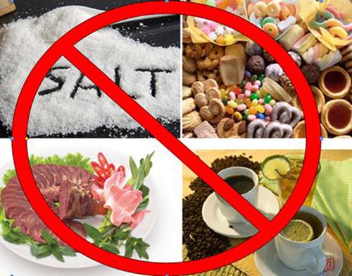 Loại bỏ những thực phẩm chứa nhiều natri và chất béo khỏi khẩu phần ăn hàng ngày