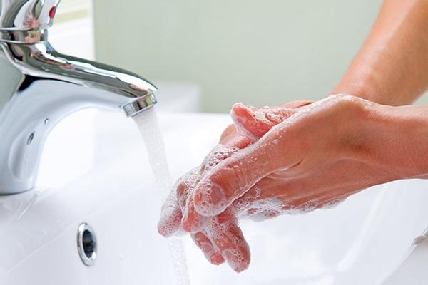 Rửa tay thường xuyên là cách tốt nhất để loại bỏ vi khuẩn