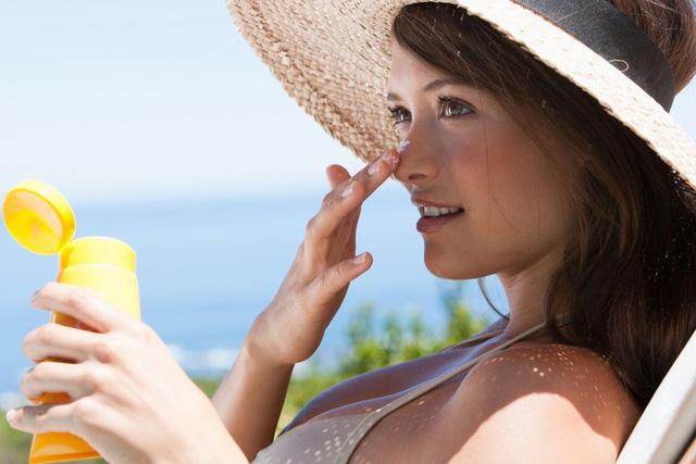 Sử dụng kem chống nắng là yêu cầu cần thiết để bảo vệ làn da