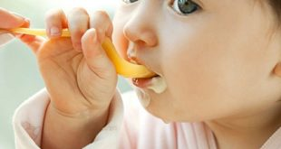Tuyệt đối không được cho trẻ sử dụng sữa chua khi đói