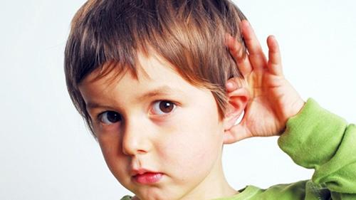 Gặp phải những vấn đề về thính giác khiến trẻ gặp nhiều khó khăn hơn trong quá trình giao tiếp