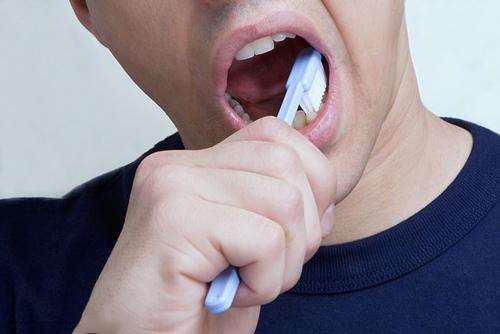 Vệ sinh răng miệng đúng cách có thể giúp cải thiện tình trạng rối loạn cương dương