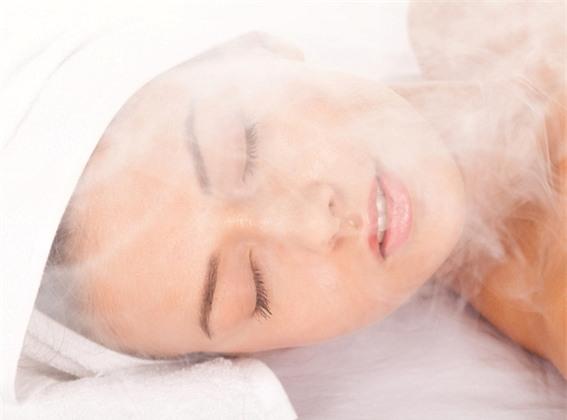 Phương pháp này giúp các lỗ chân lông trở nên thông thoáng, loại bỏ bã nhờn